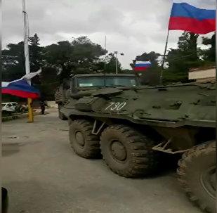 Военные на бронетехнике с флагами РФ  в сирийском Африне