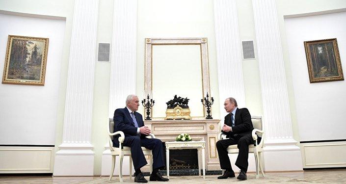 Владимир Путин æмæ Тыбылты Леониды фембæлд Мæскуыйы