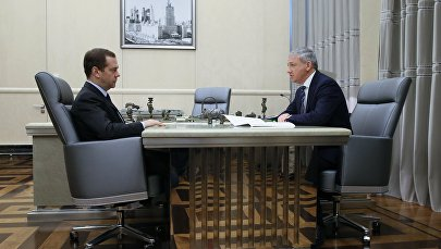 Премьер-министр РФ Д. Медведев встретился с главой Республики Северная Осетия - Алания В. Битаровым