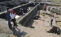 Работают археологи