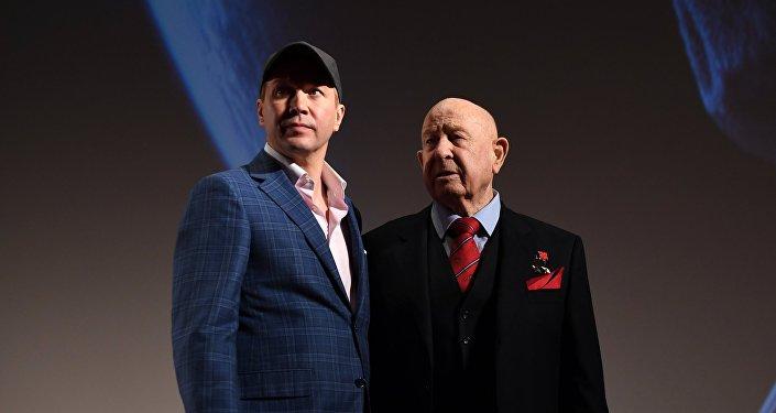Актер Евгений Миронов (слева) и космонавт Алексей Леонов