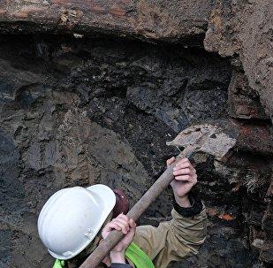 Археологон къæхтытæ, архивон къам