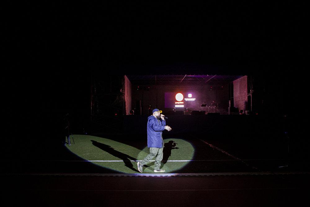 Баста прибыл дал концерт на городском стадионе в Цхинвале