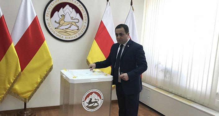 Навыборы вЮжной Осетии приехали наблюдатели из РФ инепризнанных республик