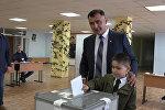 Алан Гаглоев проголосовал на выборах президента Южной Осетии