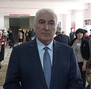 Тибилов проголосовал и пообщался с избирателями