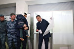 Анатолий Бибилов проголосовал на выборах президента РЮО