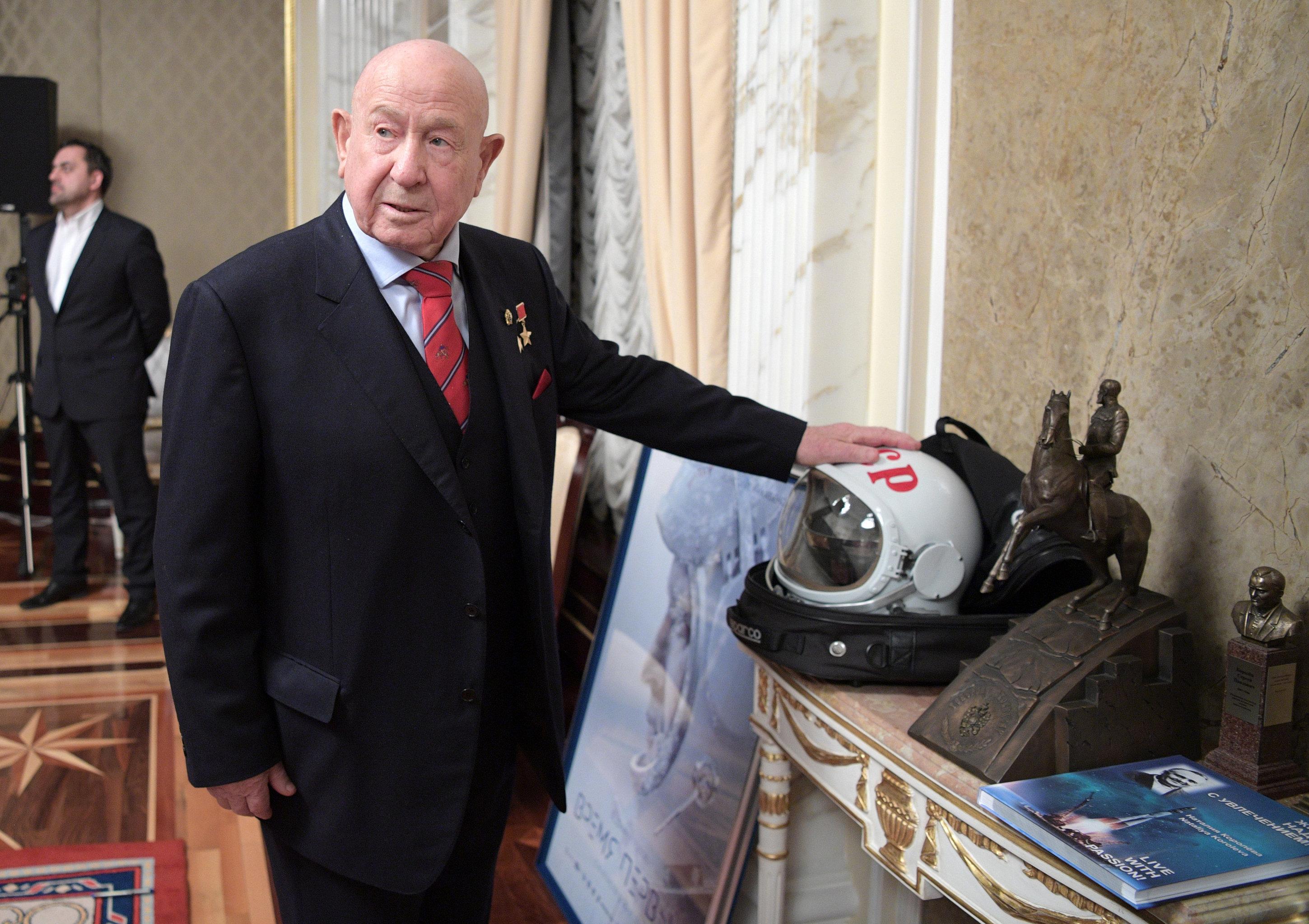 Президент РФ В. Путин накануне Дня космонавтики посмотрел фильм Время первых