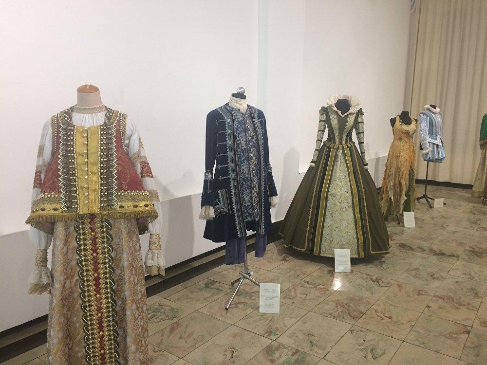 Посетители выставки могут увидеть экспонаты, представляющие разные эпохи и страны.