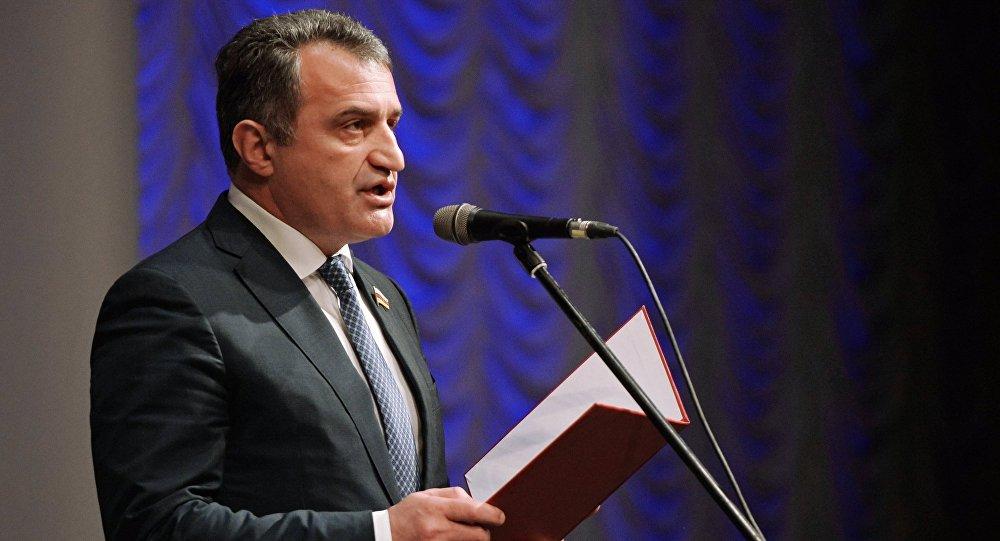 Избранный президент Южной Осетии Анатолий Бибилов, архивное фото