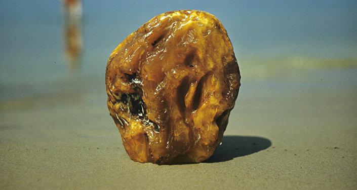 Янтарь, поделочный камень