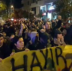Протесты в Стамбуле против результатов референдума