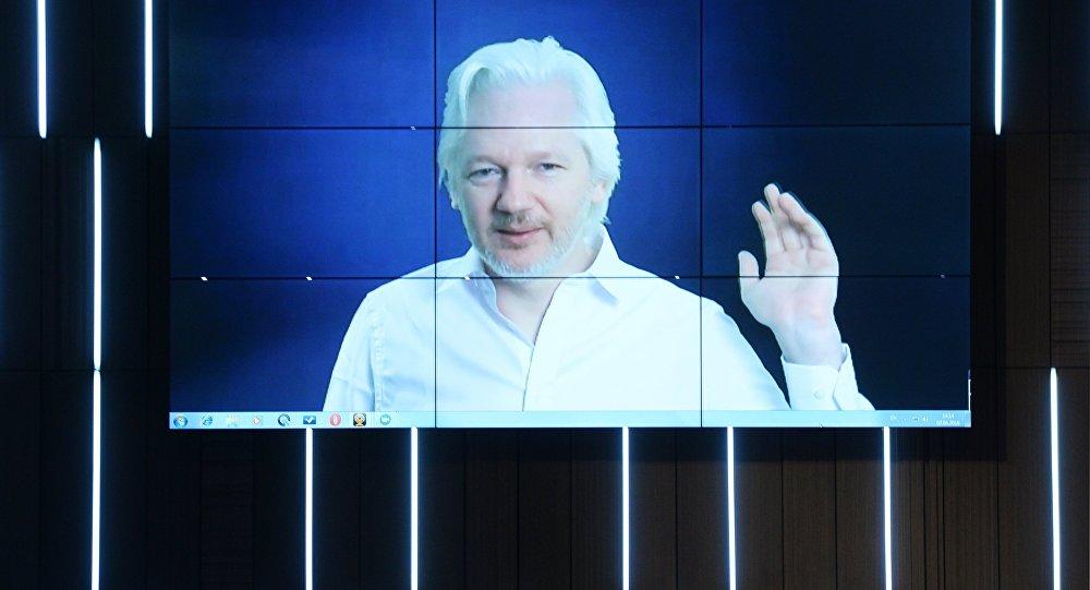 Журналист, основатель WikiLeaks Джулиан Ассанж