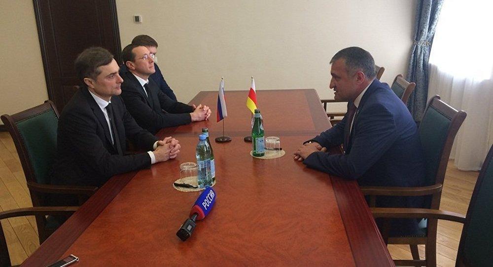 Встреча Анатолия Бибилова с Владиславом Сурковым