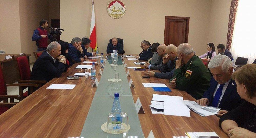Премьер Южной Осетии ушел вотставку совместно совсем руководством
