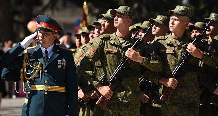 Военный парад в Цхинвале к Дню республики