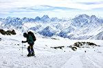 Туристы восходят на Эльбрус