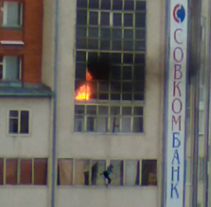 Прохожие спасли мальчика, выпрыгнувшего из горящей квартиры в Томске