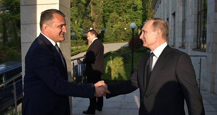 Встреча президента РФ В. Путина с президентом Республики Южная Осетия А. Бибиловым
