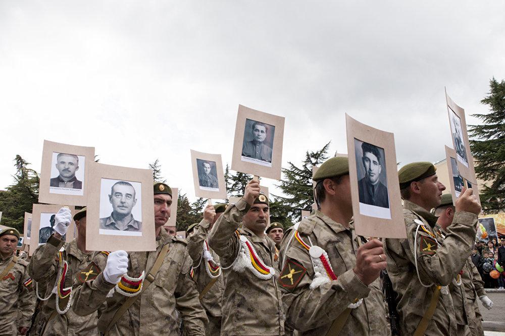 Участники акции Бессмертный полк
