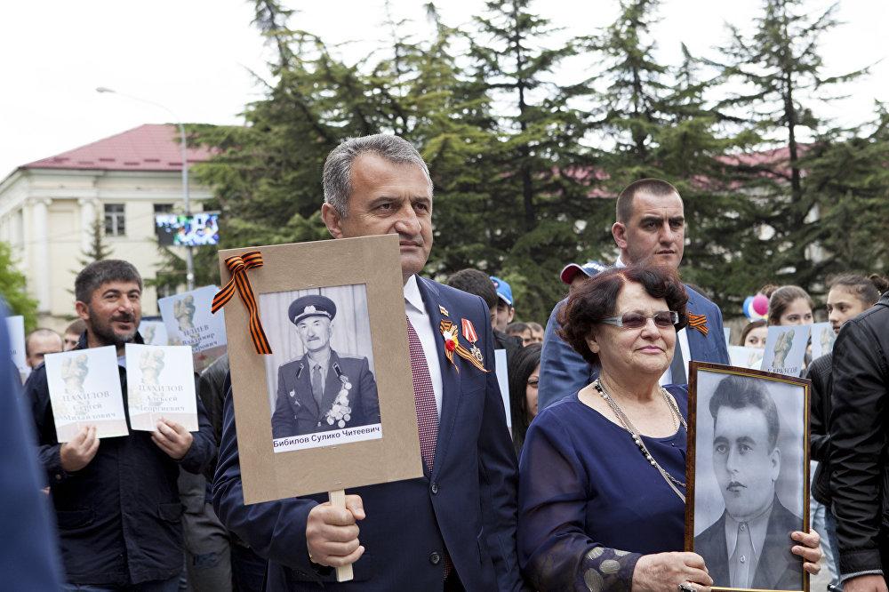 Анатолий Бибилов в рядах Бессмертного полка
