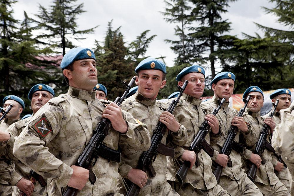 А вот и бравые военные