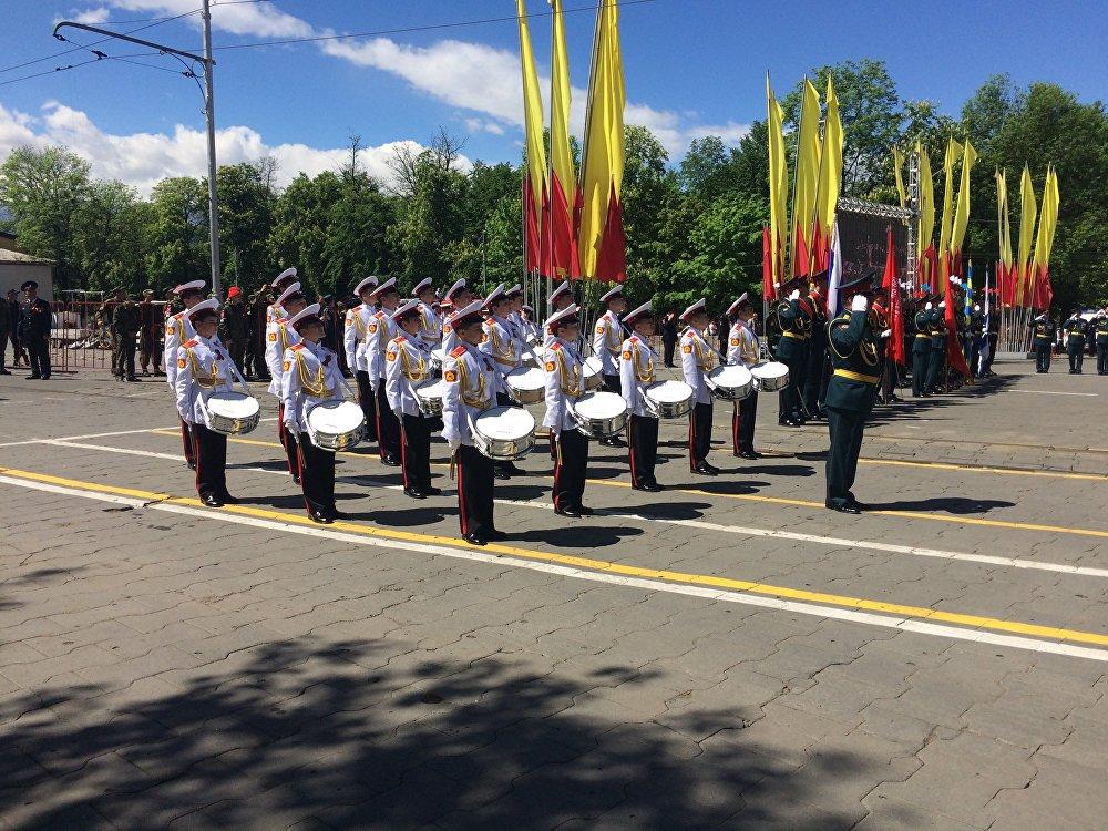 В парадном расчете приняли участие юные барабанщики