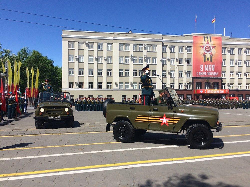 Командующий 58-й армии Евгений Никифоров объехал парадный расчёт и поздравил личный состав с великим праздником