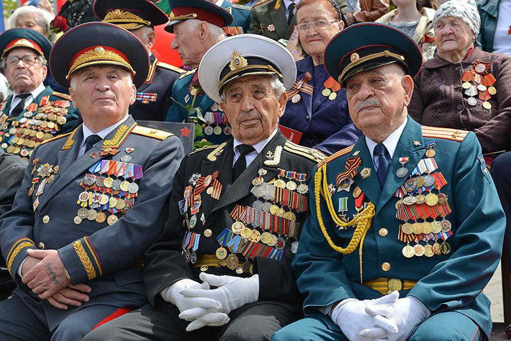 Ветераны Великой Отечественной пришли на главную площадь Владикавказа, чтобы отпраздновать великий праздник Победы