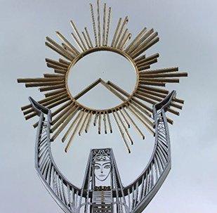 Статуя Фатимы, держащей солнце у въезда во Владикавказ