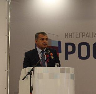 Президент РЮО Анатолий Бибилов на заседании комитета Россия – Донбасс