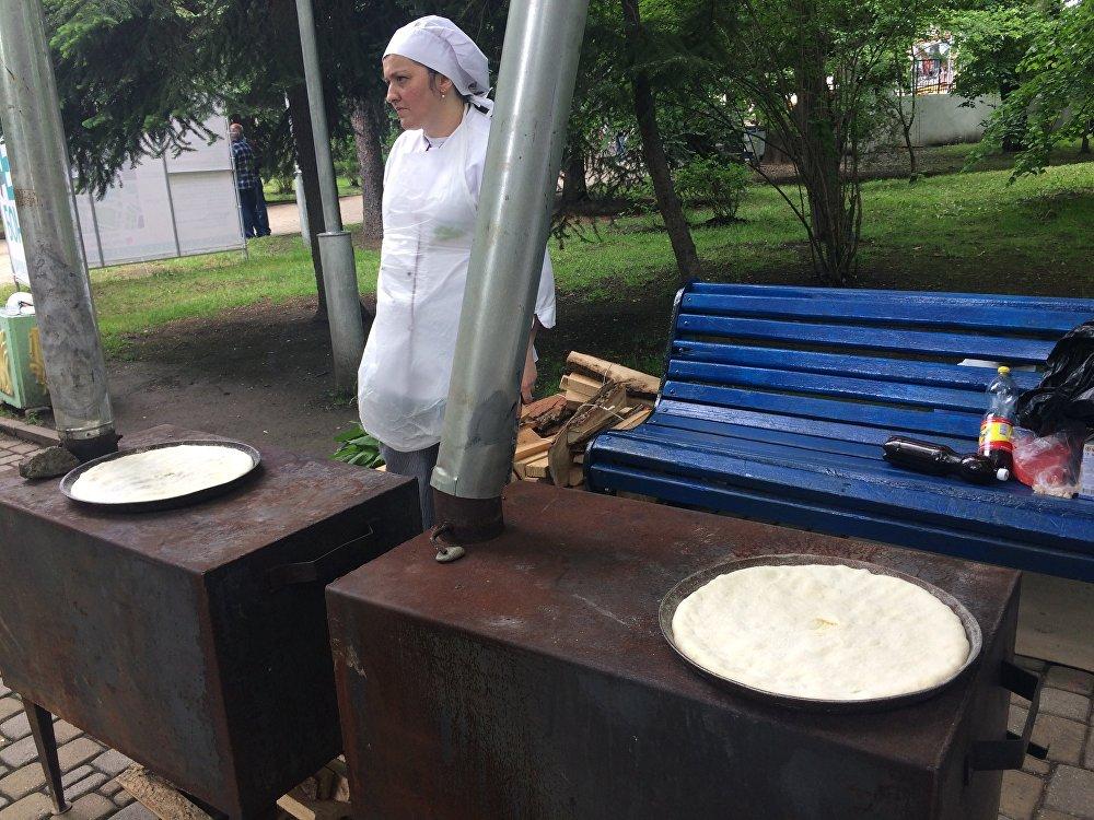 Желающие могли испробовать осетинские пироги, приготовленные в печах