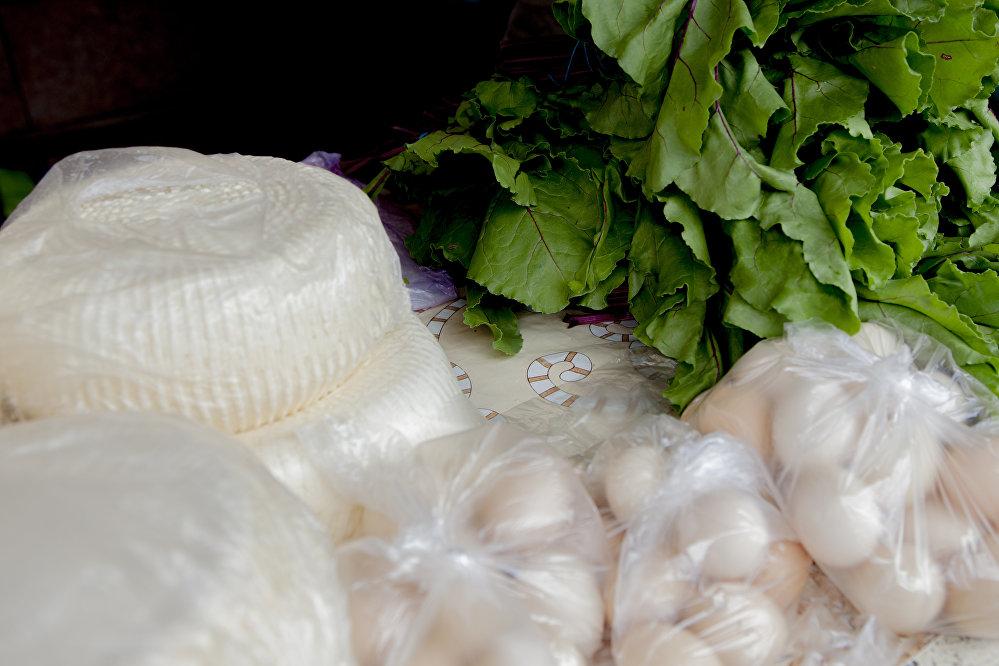 Сыр и листья свеклы являются начинкой одного из самых вкусных осетинских пирогов - цахараджына