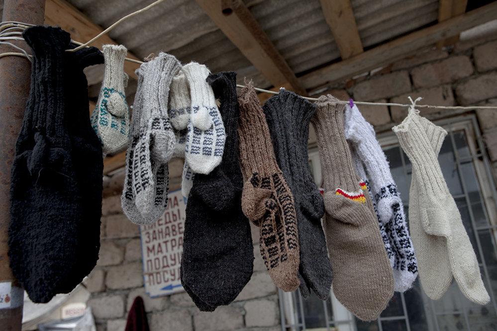 Всегда приятней носить связанные вручную шерстяные носки