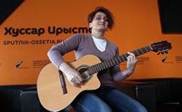 Инна Гучмазова исполняет песню Цæмæн...