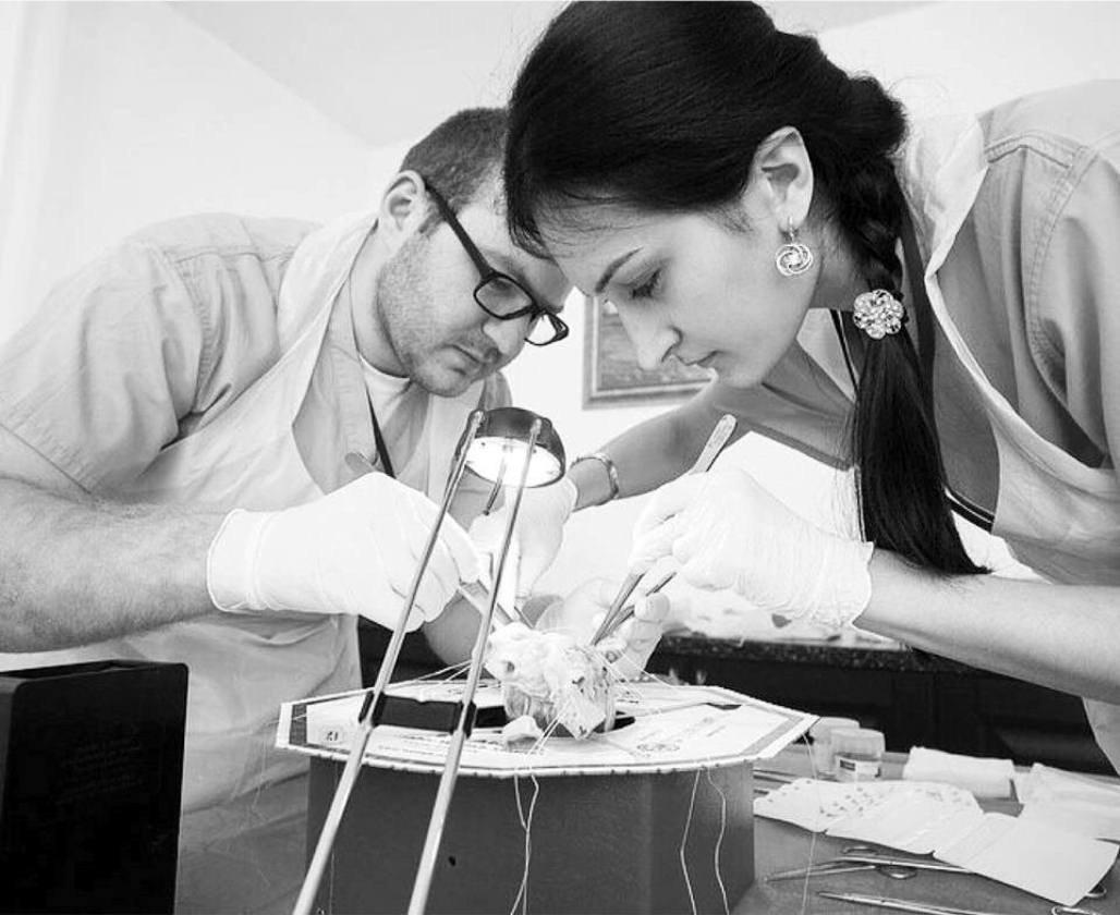 Агунда Чехоева за работой в лаборатории
