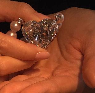 На аукционе Christie в Женеве продали бриллиант весом 92 карата