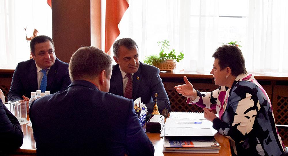 Президент Анатолий Бибилов встретился с губернатором владимирской области Светланой Орловой