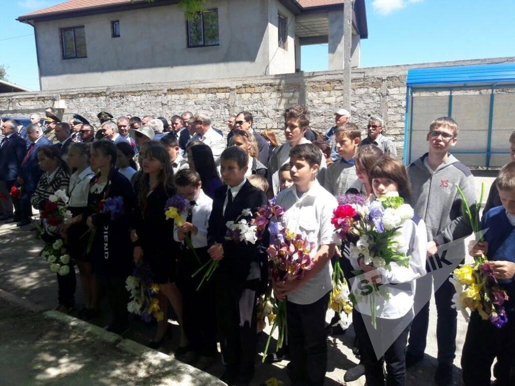 Открытие памятника герою Советского Союза Хаджи-Умару Мамсурову в Керчи