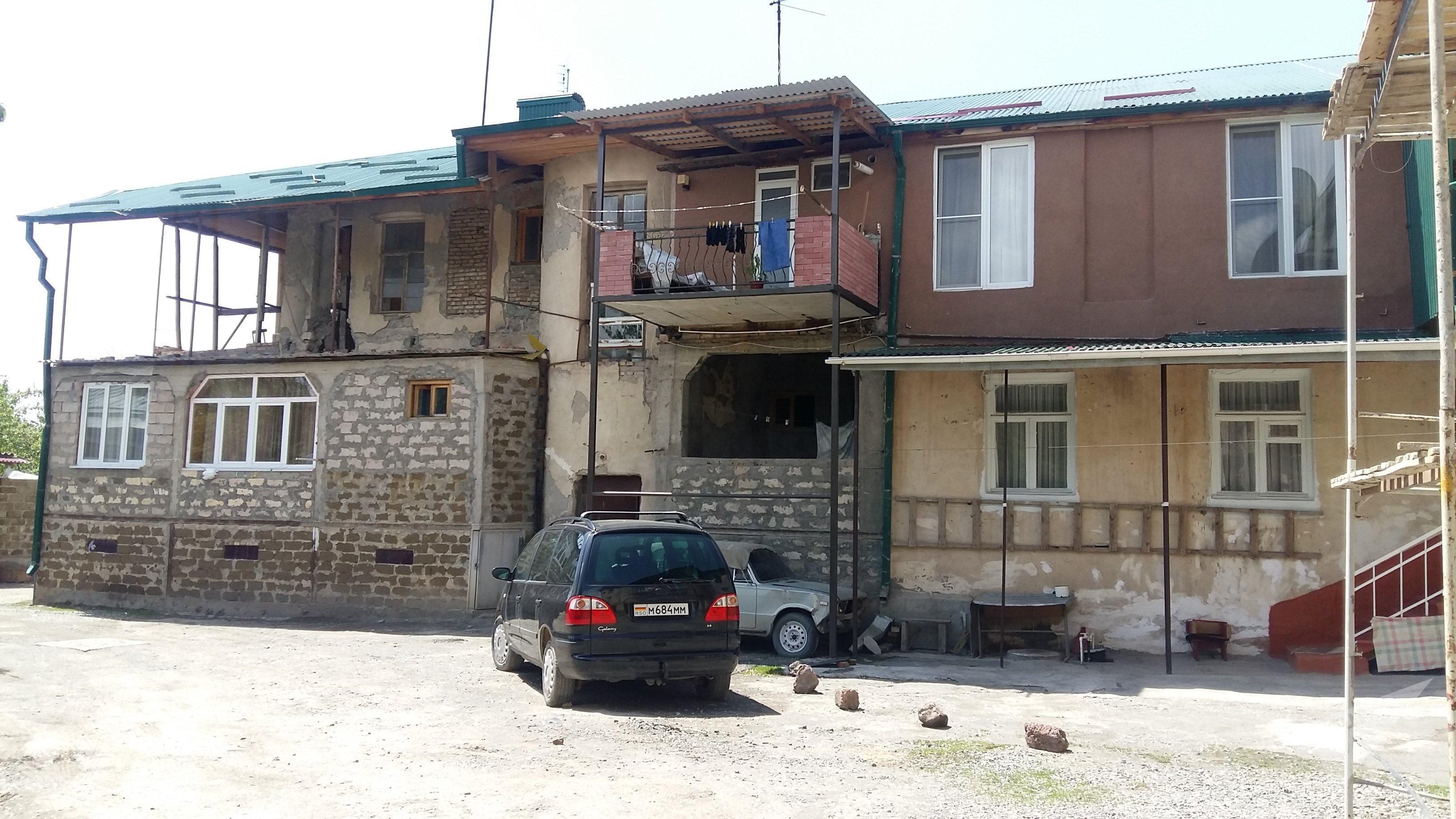 Аварийный дом в Цхинвале
