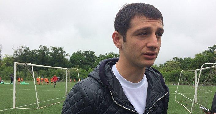 Алан Дзагоев на открытии детского футбольного турнира в Беслане