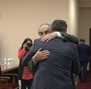 Авторы независимости: Бибилов встретился с депутатами первого парламента