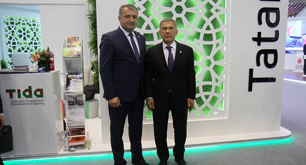 Президент Южной Осетии Анатолий Бибилов и президент Республики Татарстан Рустам Минниханов