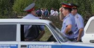 Сотрудники правоохранительных органов на месте происшествия