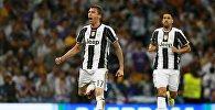 Игрок ФК Ювентус Марио Манджукич радуется забитому мячу в финальном матче Лиги Чемпионов