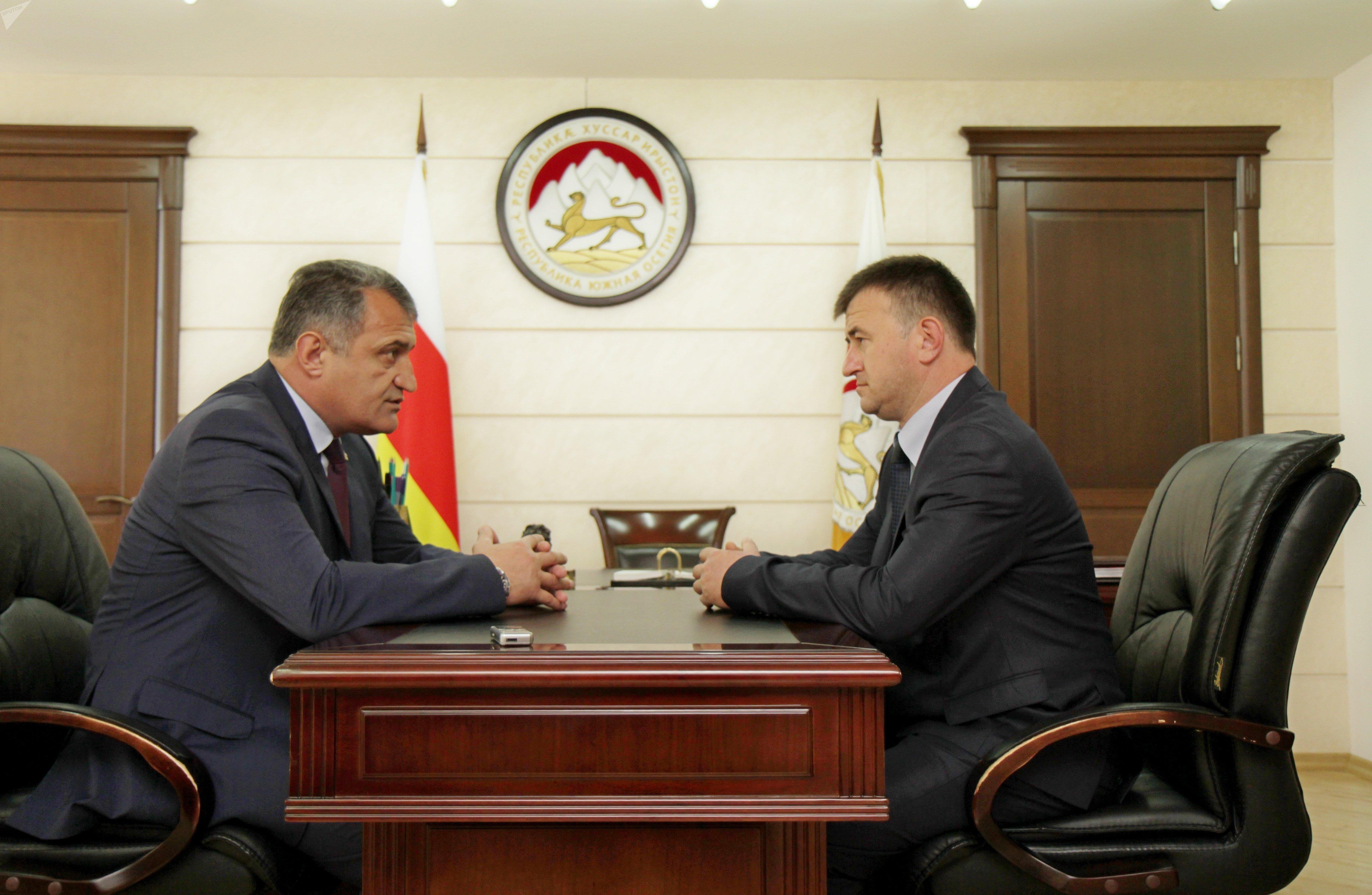 Встреча президента Южной Осетии со спикером парламента