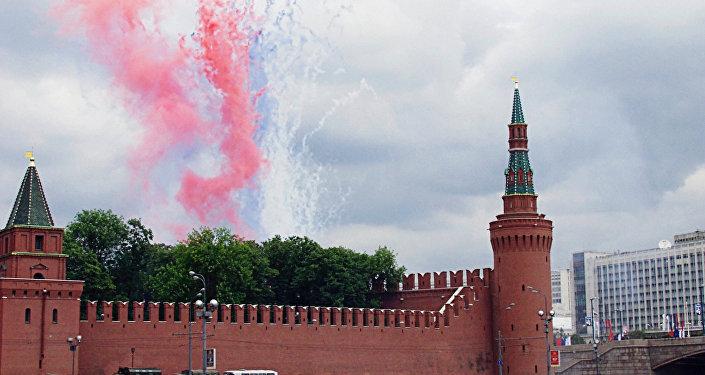 Фейерверк в День России в Москве