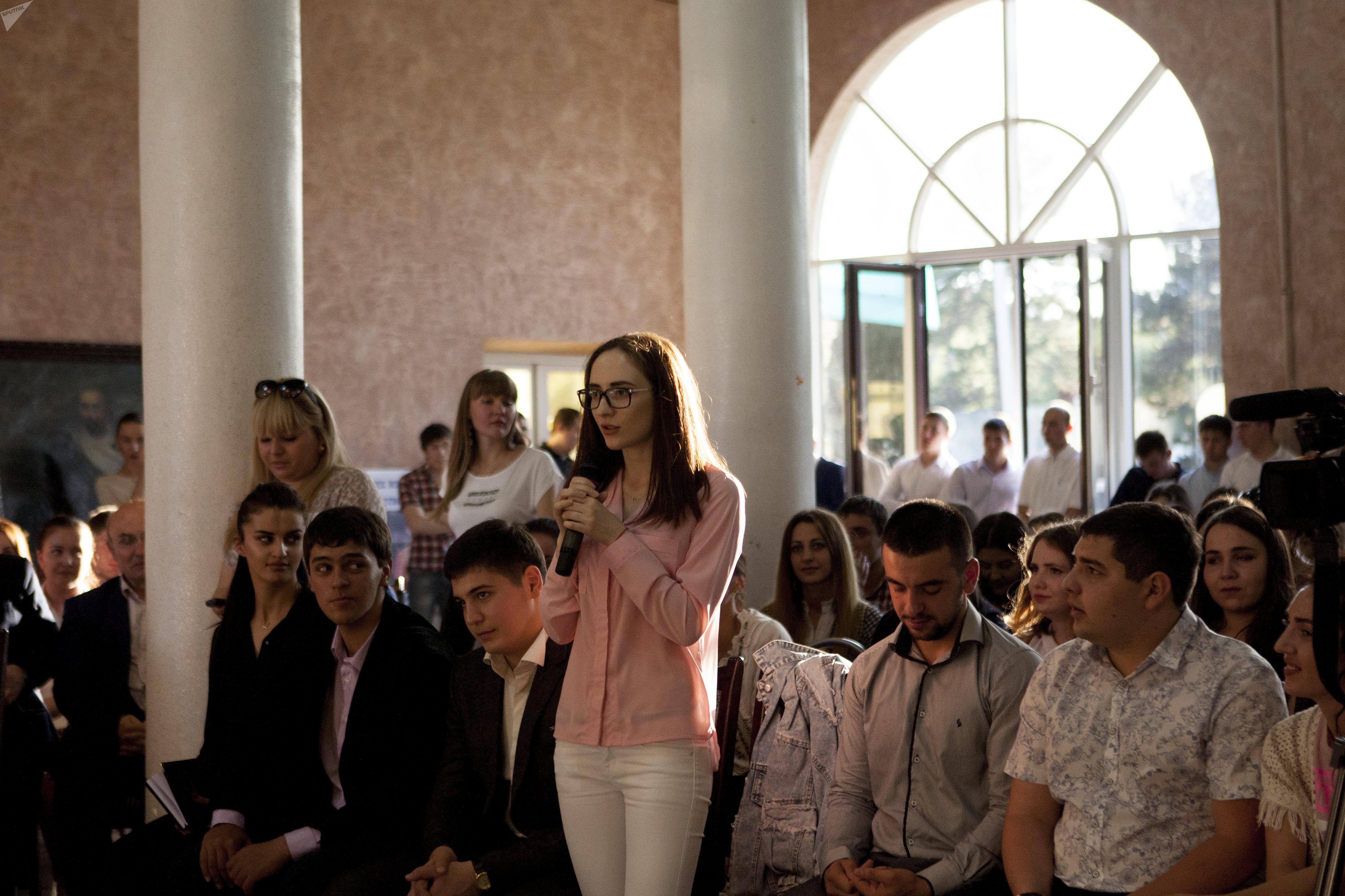 Встреча Владислава Суркова со студентами ЮОГУ