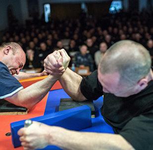 Соревнования по армрестлингу в лечебно-исправительном учреждении № 2 Омской области