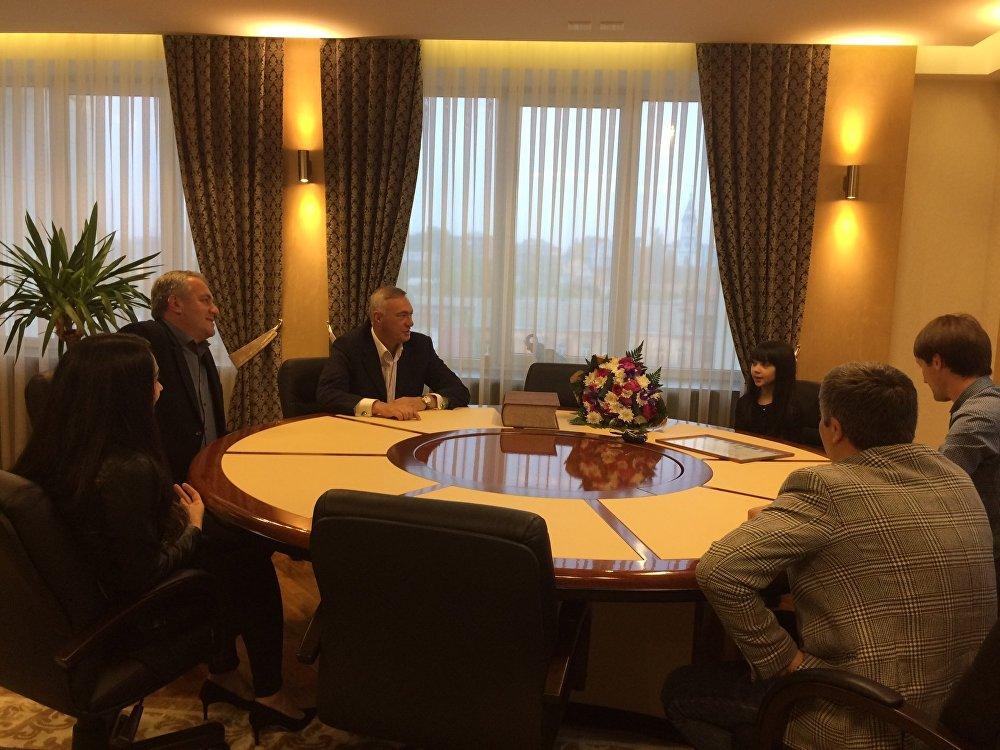 Встреча сити-менеджера Владикавказа Бориса Албегова и Денизы Хекилаевой.